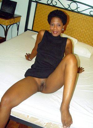 Upskirt black pussy
